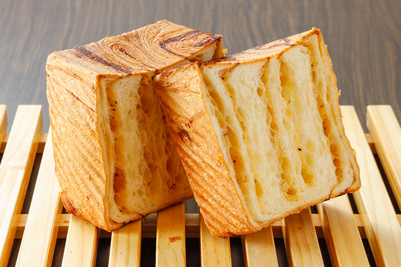 クロワッサン食パンスパイスチーズ